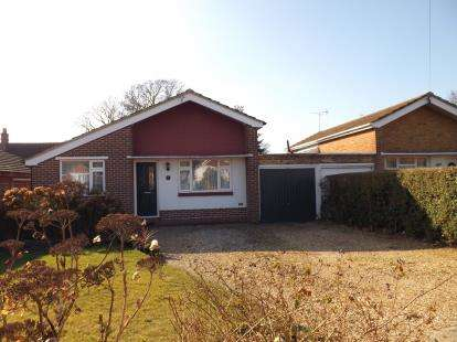 2 Bedrooms Bungalow for sale in Locks Heath, Southampton, Hampshire