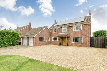 4 Bedrooms Detached House for sale in Spring Hill, Little Staughton, Bedford, Bedfordshire