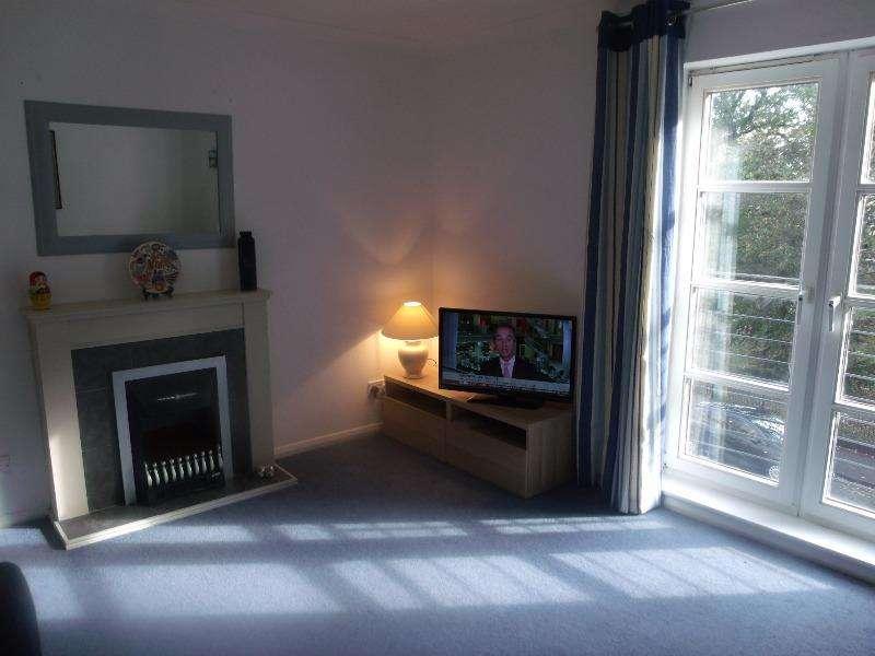 2 Bedrooms Flat for rent in Hopetoun Crescent, Bellevue, Edinburgh, EH7 4AY