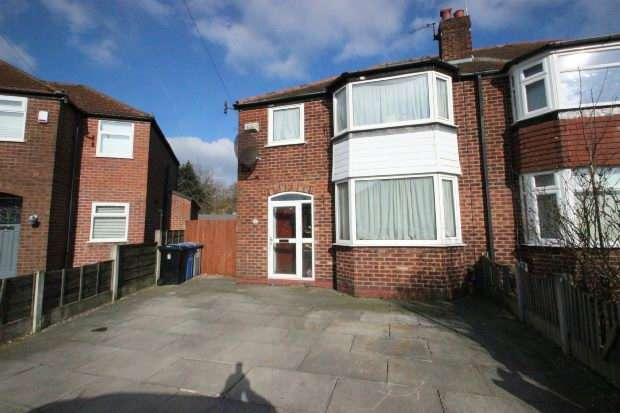 3 Bedrooms Semi Detached House for sale in Newlyn Drive, Sale
