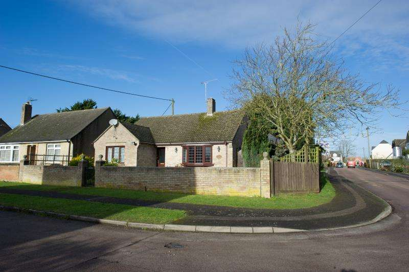 3 Bedrooms Detached Bungalow for sale in Davenport Road, Witney, Oxfordshire