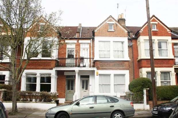 3 Bedrooms Flat for rent in Hawarden Grove, Herne Hill