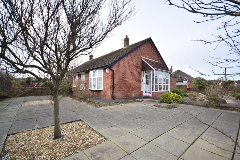 2 Bedrooms Bungalow for sale in Harwich Road, Lytham St Annes, FY8