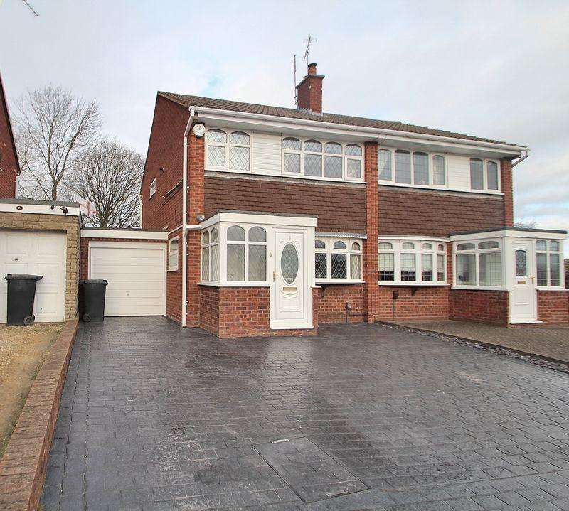 3 Bedrooms Semi Detached House for sale in Foxhills Park, Netherton DY2 0JQ