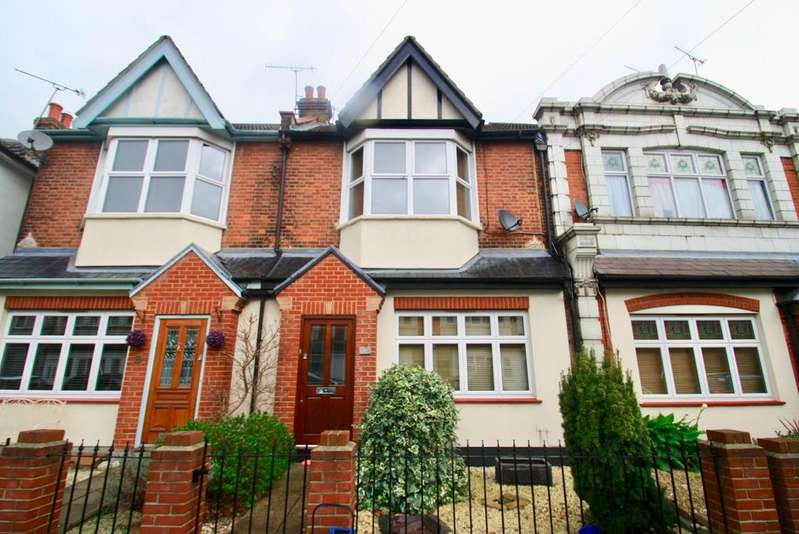 4 Bedrooms Terraced House for sale in Glendale Gardens, Leigh-On-Sea