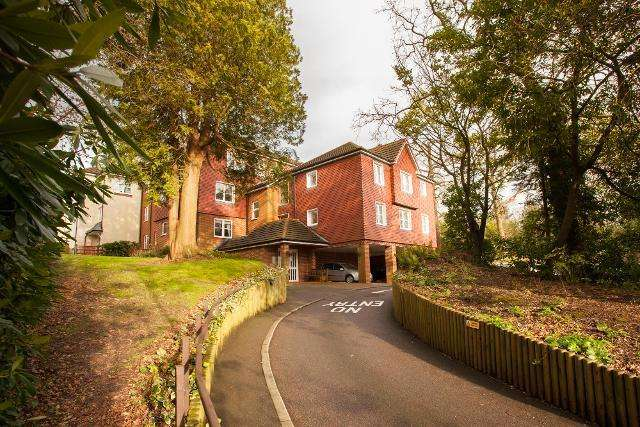 1 Bedroom Apartment Flat for rent in Risingholme Court, High Street, Heathfield, East Sussex, TN21 8GB