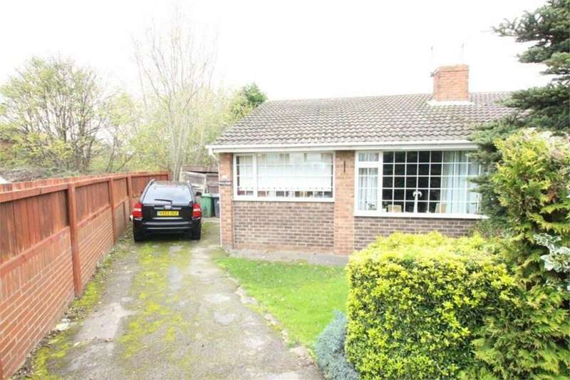 2 Bedrooms Semi Detached Bungalow for sale in Park Croft, BATLEY, West Yorkshire