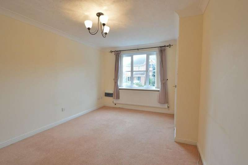 2 Bedrooms Terraced House for sale in Silverweed Close, Knightwood Park