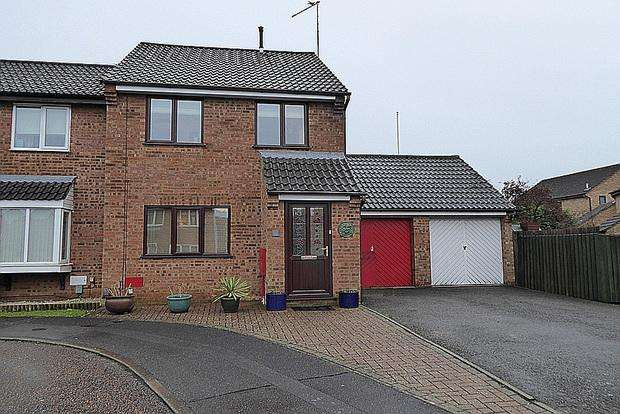 3 Bedrooms Semi Detached House for sale in Brashland Drive, East Hunsbury, Northampton, NN4