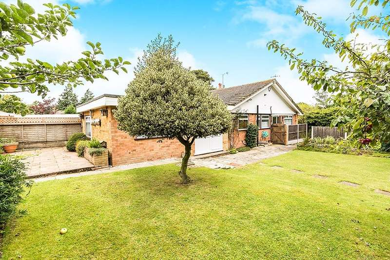 2 Bedrooms Semi Detached Bungalow for sale in Selbourne Close, Longfield, DA3