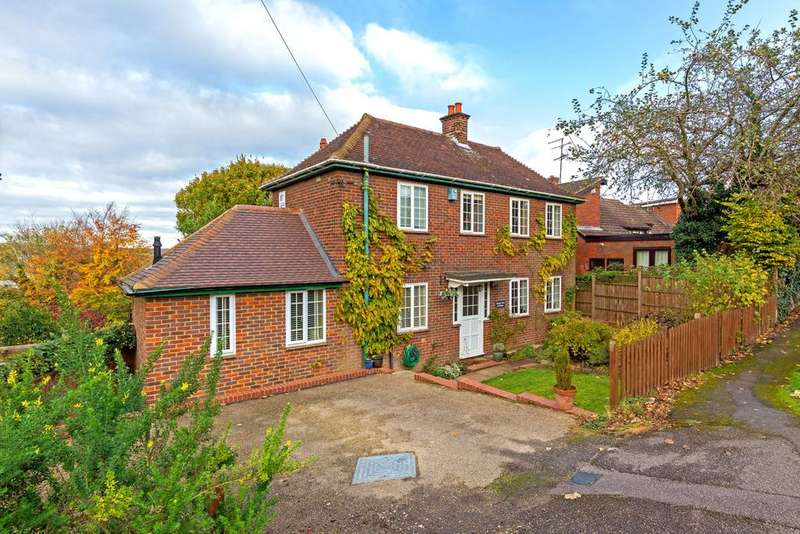 3 Bedrooms Detached House for sale in Ashlyns Road, Berkhamsted HP4