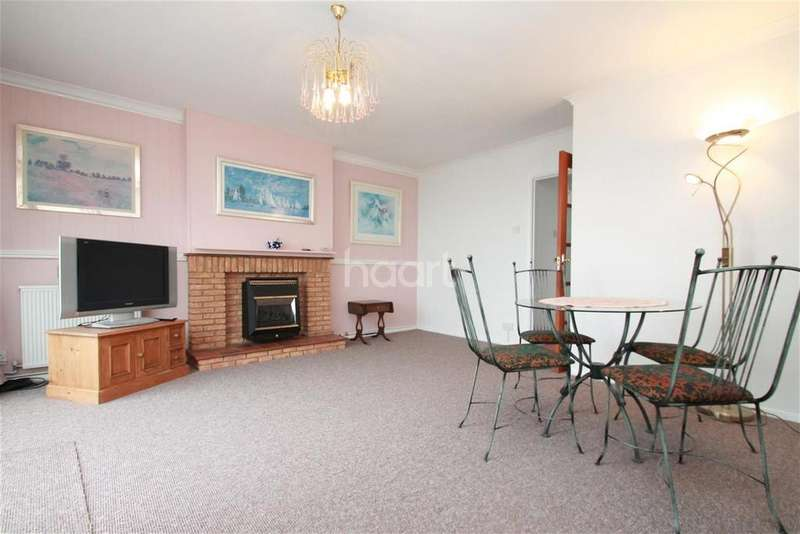 2 Bedrooms Flat for rent in Bayle Court CT20
