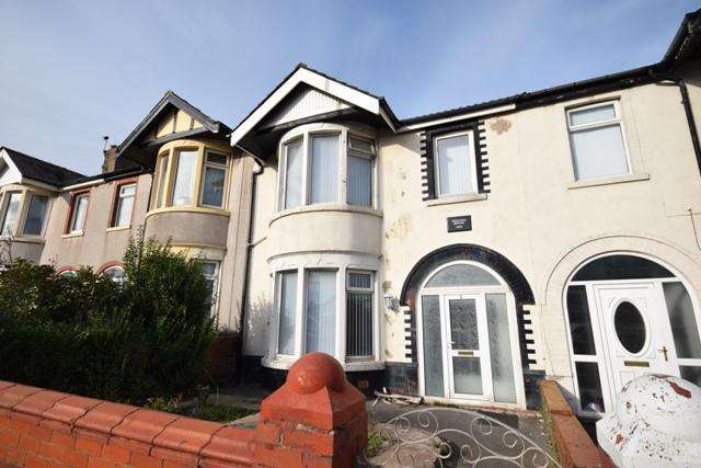 3 Bedrooms Terraced House for rent in Watson Road, Blackpool, FY4