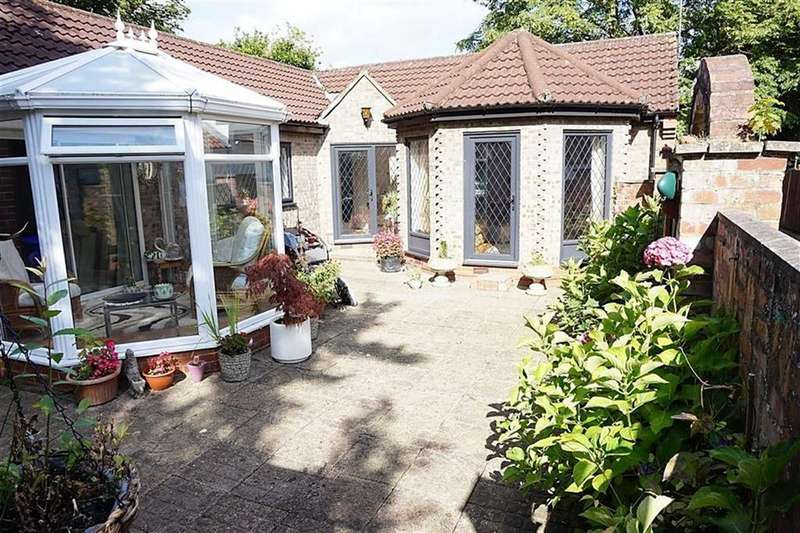 2 Bedrooms Detached Bungalow for sale in High Meadows, Kirk Ella, Kirk Ella, HU10