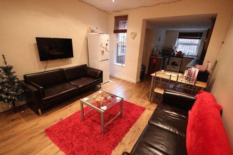 5 Bedrooms Terraced House for rent in Hartley Grove, Leeds