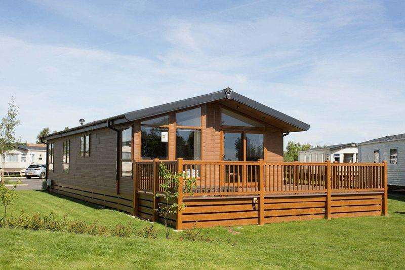 3 Bedrooms Caravan Mobile Home for sale in TATTERSHALL LAKES, TATTERSHALL