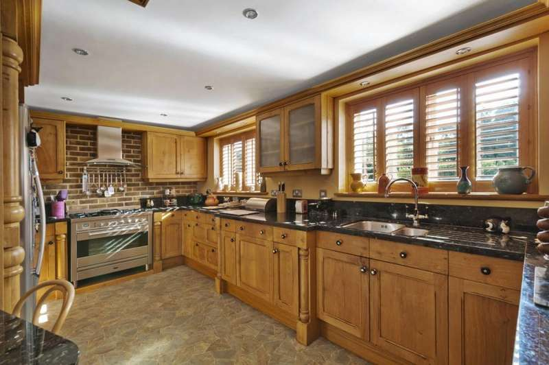 5 Bedrooms Semi Detached House for sale in Farleigh Hill, East Farleigh, ME15