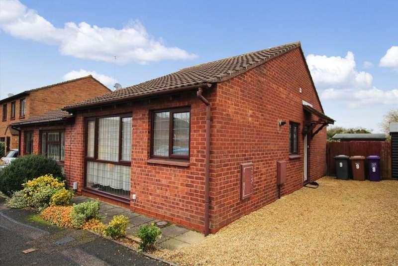 2 Bedrooms Semi Detached Bungalow for sale in Larkins Close, BALDOCK, SG7