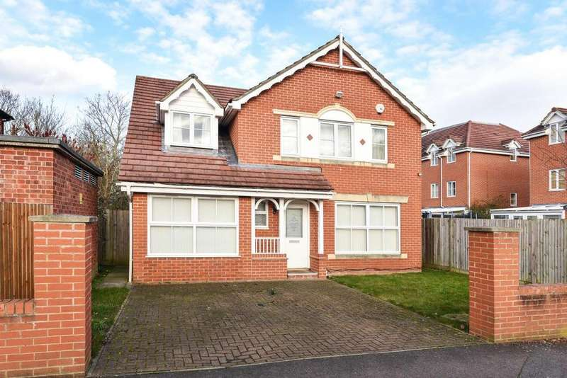 4 Bedrooms Detached House for sale in Langdon Road, Bromley