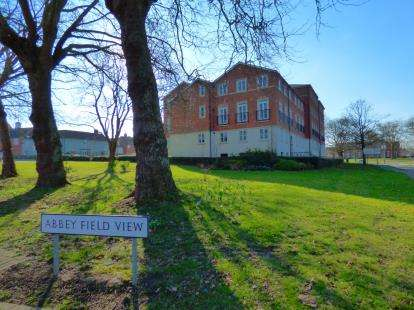 2 Bedrooms Flat for sale in Circular Road South, Colchester, Essex