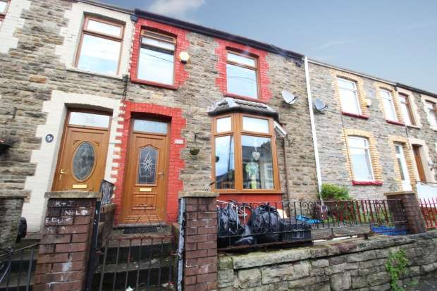 3 Bedrooms Terraced House for sale in Victoria Street, Brigend, Mid Glamorgan, CF34 0YP