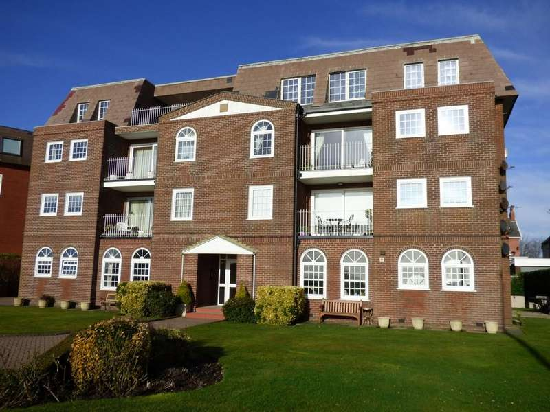 2 Bedrooms Apartment Flat for sale in Inner Promenade, Lytham St Annes