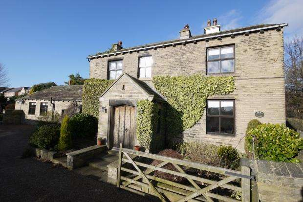 4 Bedrooms Semi Detached House for sale in St. Giles Road Lightcliffe Halifax