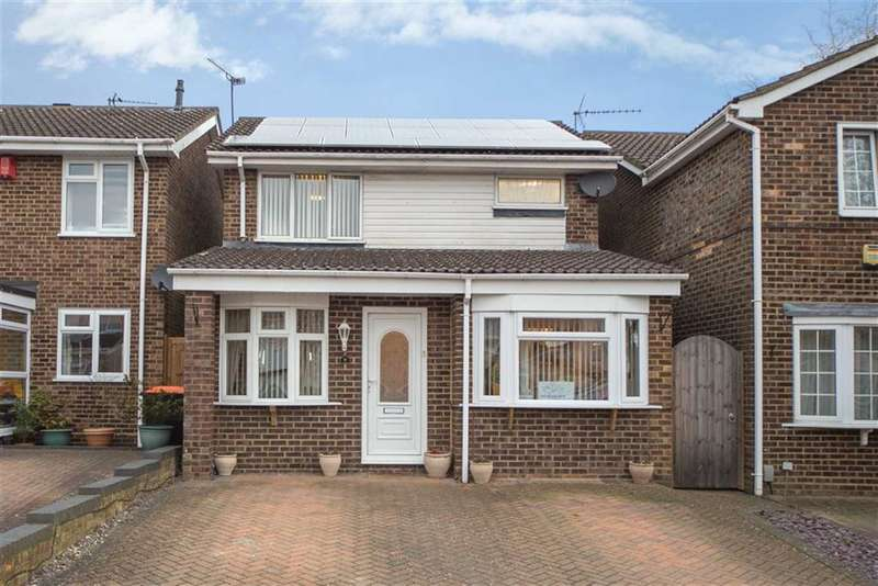 4 Bedrooms Detached House for sale in Campian Close, Dunstable, Bedfordshire, LU6