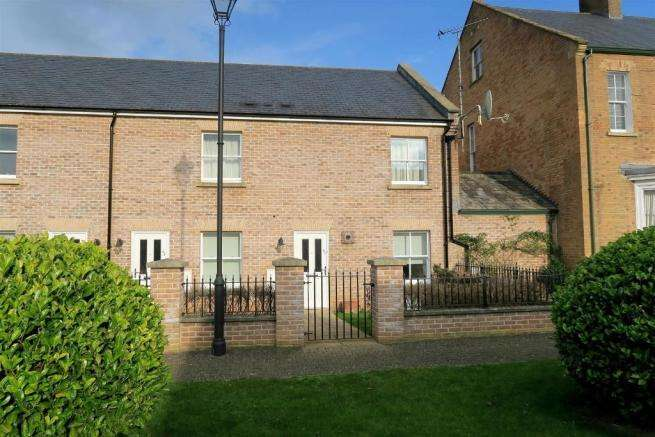 2 Bedrooms Ground Flat for sale in St Josephs Field, Taunton TA1