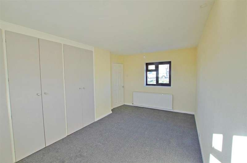 3 Bedrooms Semi Detached House for sale in Clough Lane, Halifax