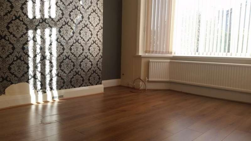 3 Bedrooms Terraced House for rent in Edenfield Street , Rochdale OL12