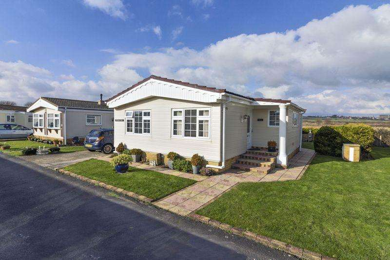 2 Bedrooms Bungalow for sale in The Broadway, Lancing