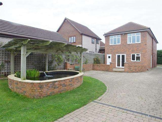 4 Bedrooms Detached House for sale in Swinston Hill Road , Dinnington, Sheffield , S25 2RY