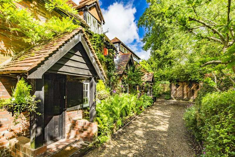 2 Bedrooms Cottage House for rent in White Hart Cottage, Streatley on Thames, RG8