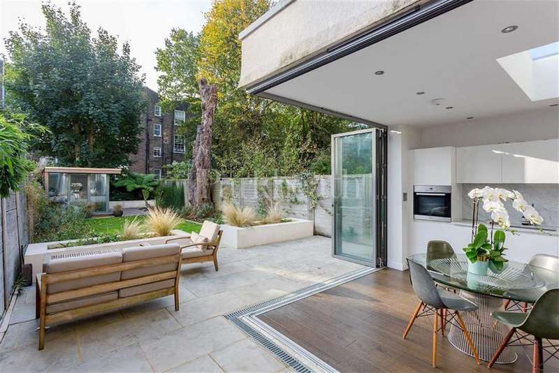 2 Bedrooms Flat for sale in Goldhurst Terrace, South Hampstead, London