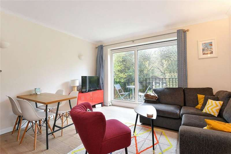 2 Bedrooms Flat for sale in Grove Park, Camberwell, London, SE5