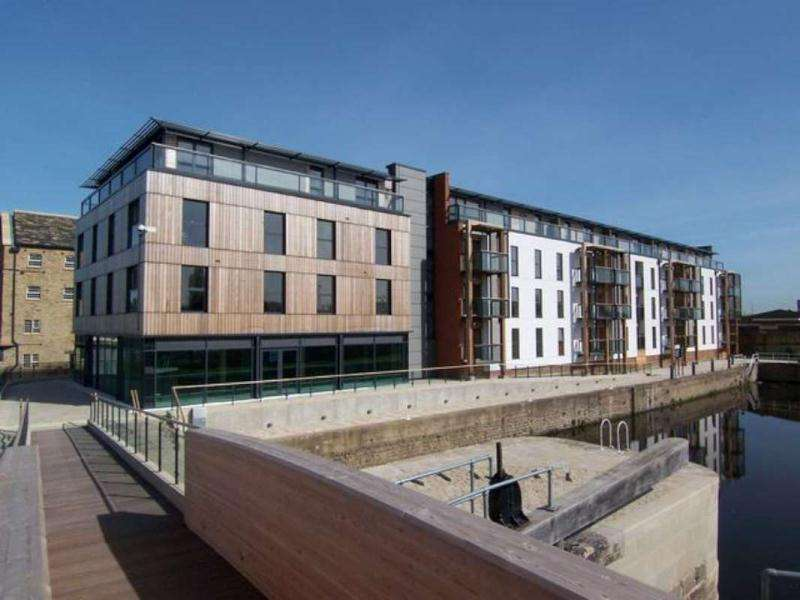 2 Bedrooms Flat for rent in HEBBLE WHARF, NAVIGATION WALK, CENTRAL WAKEFIELD, WF1 5RD