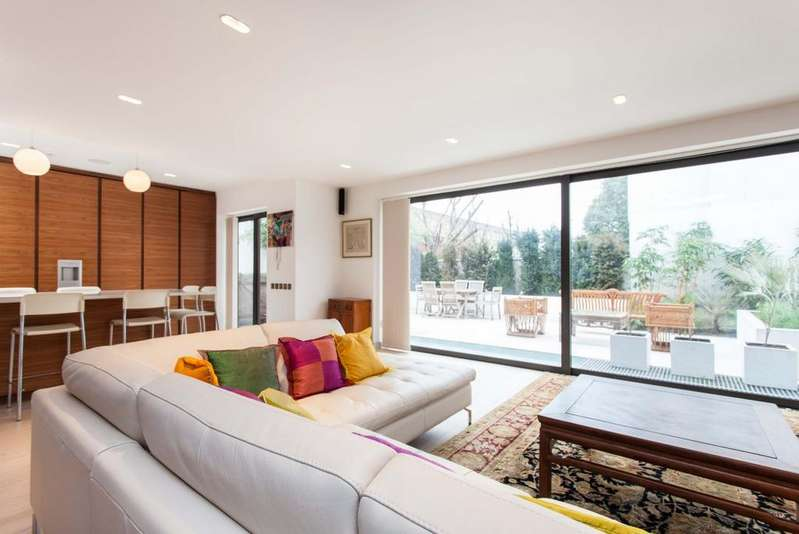 3 Bedrooms Apartment Flat for sale in Pembroke Road, Kensington