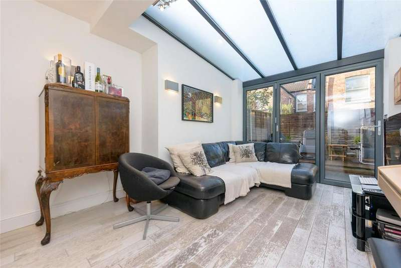 2 Bedrooms Flat for sale in Churchill Road, London, NW2
