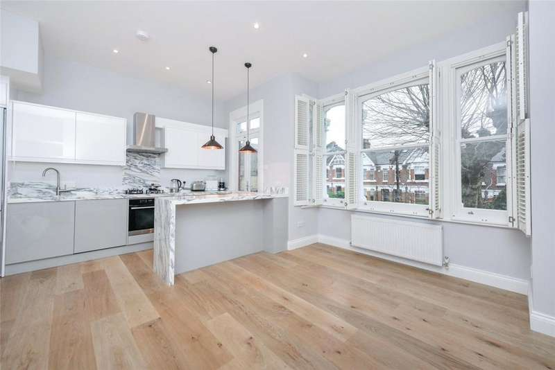 3 Bedrooms Flat for sale in Chevening Road, London, NW6
