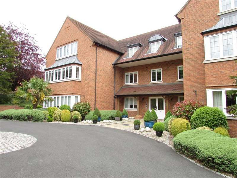 3 Bedrooms Flat for rent in Four Oaks Road, Sutton Coldfield, West Midlands
