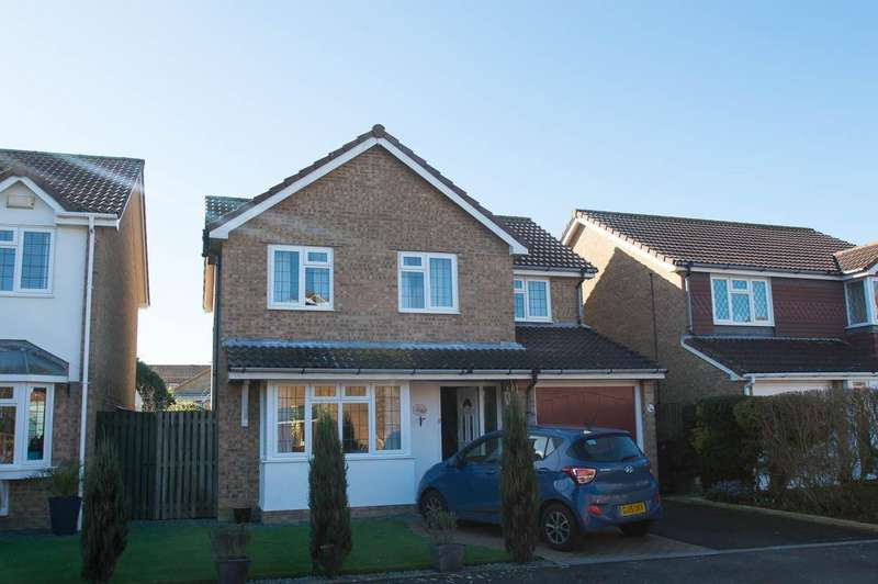 4 Bedrooms Detached House for sale in Boston Close, Eastbourne