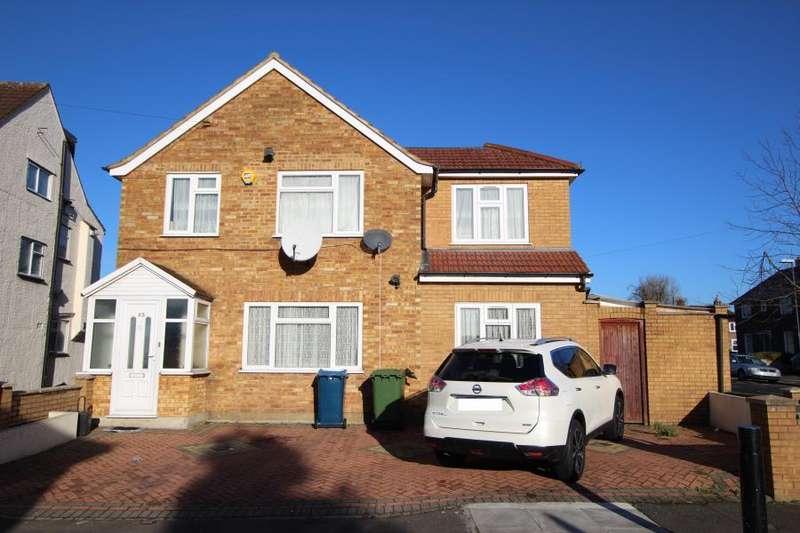 4 Bedrooms Detached House for sale in Westfield Gardens, Kenton HA3 9EH