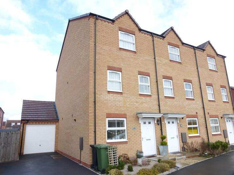 4 Bedrooms Town House for sale in Cornflower Drive, Evesham