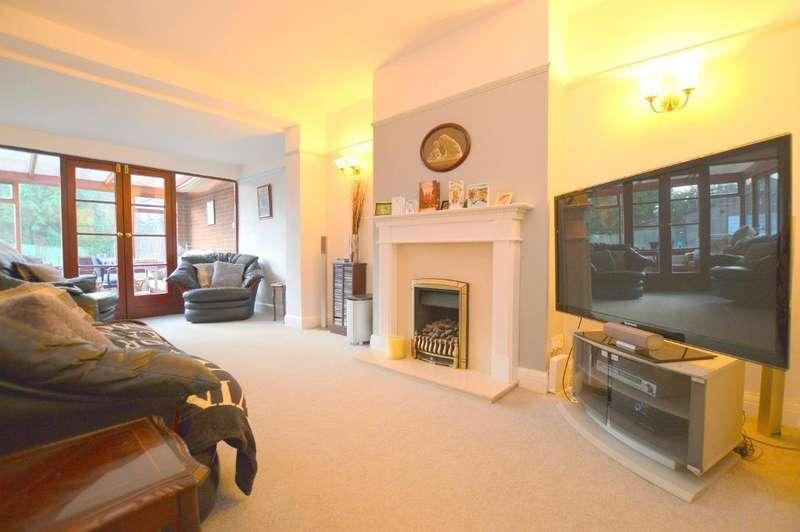 3 Bedrooms Semi Detached House for sale in Elmwood Crescent, Luton, LU2 7HZ