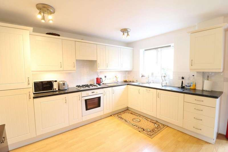 4 Bedrooms Semi Detached House for sale in Woodland Walk, Aldershot