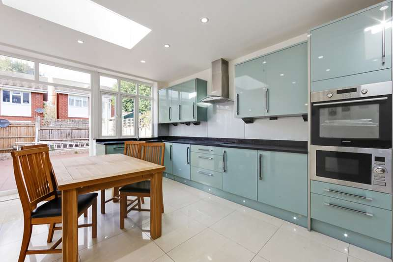 5 Bedrooms Terraced House for rent in Rostella Road, London SW17