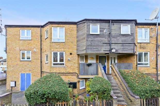2 Bedrooms Flat for sale in Shirley Close, Addison Road, Walthamstow, London