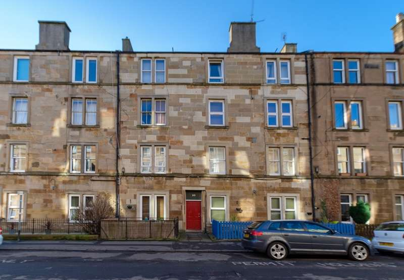 2 Bedrooms Flat for sale in Caledonian Place, Edinburgh, EH11 2AP