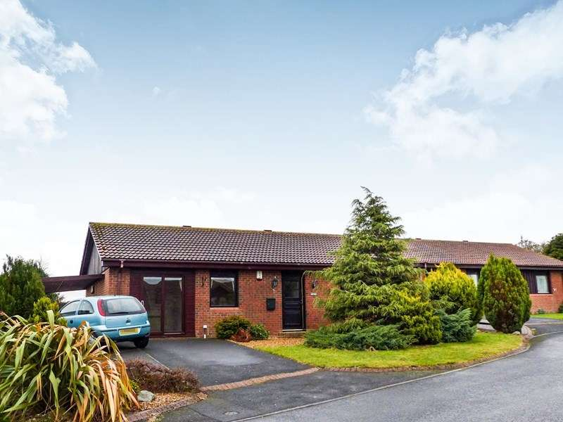 3 Bedrooms Bungalow for sale in Mariners View, Amble, Morpeth, Northumberland, NE65 0JH
